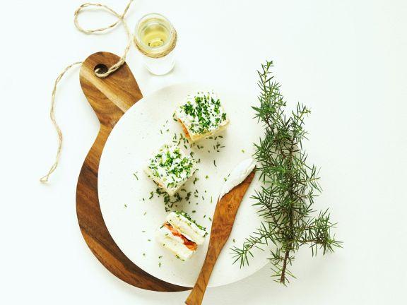 Frischkäse-Lachs-Sandwiches als Vorspeise