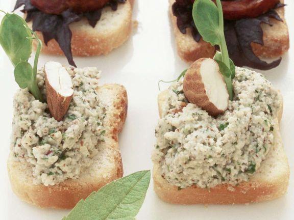 Frischkäse-Nuss-Toasts