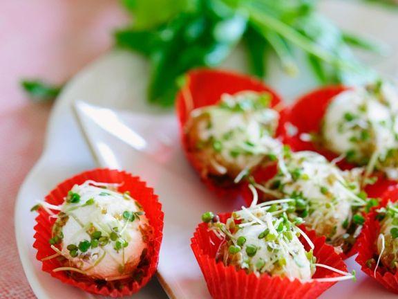Frischkäsebällchen mit Rucola und Kresse