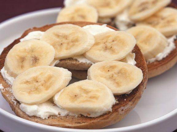 Frischkäsebagel mit Banane
