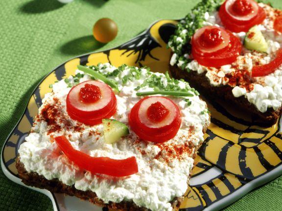 Frischkäsebrote mit Gemüsegesicht