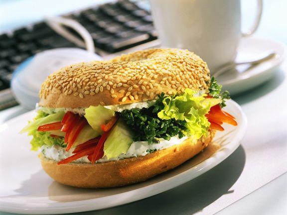 Frischkäsesandwich mit Salat