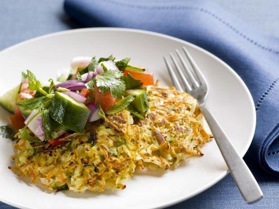 Frittata mit Gemüse dazu Salat