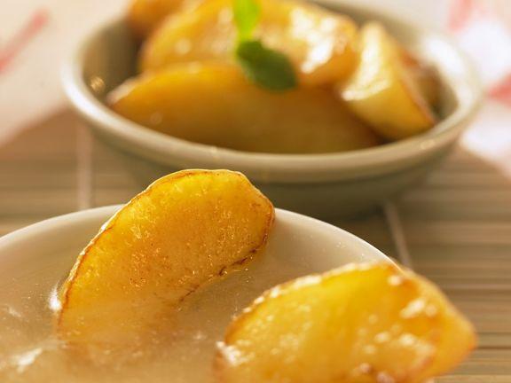 Frittierte Äpfel mit Karamellsauce