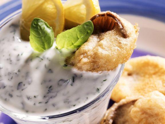 Frittierte Austernpilze mit Kräuterjoghurt