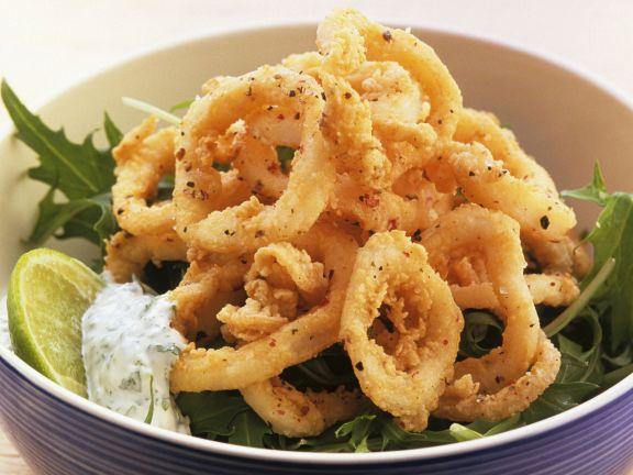 Frittierte Calamari mit Kräuterquark