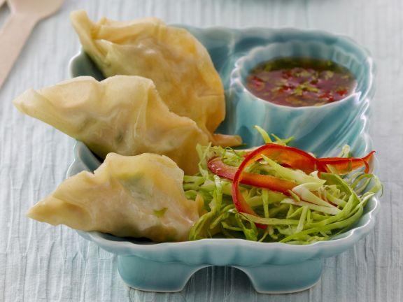 Frittierte chinesische Teigtaschen mit Garnelenfüllung