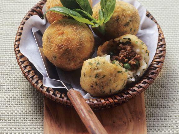 Frittierte Reisbällchen auf sizilianische Art