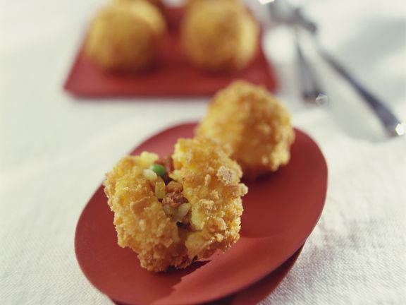 Frittierte Reisbällchen mit Füllung auf italienische Art