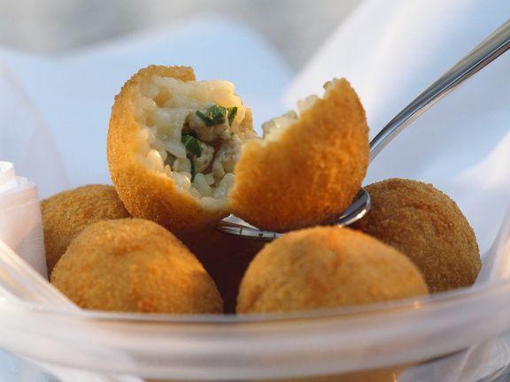 Frittierte Reisbällchen mit Geflügelfüllung