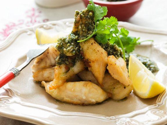 Frittierter Fisch mit Kräuterdip