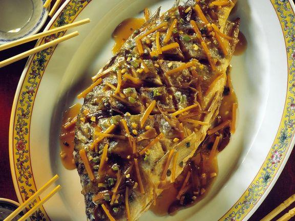 Frittierter Karpfen mit Möhren