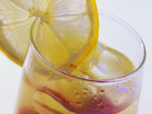 Fruchtdrink mit Eis