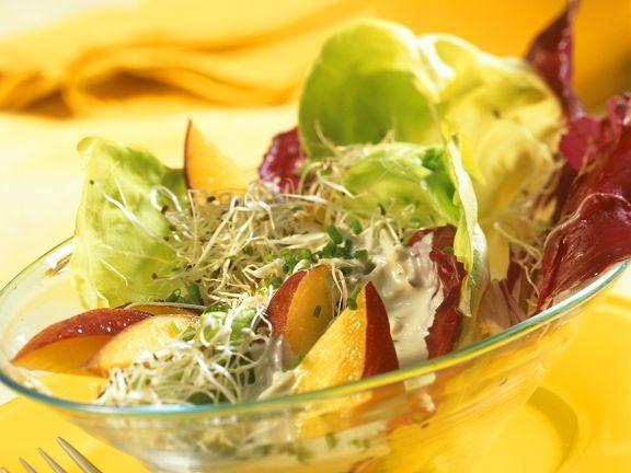 Fruchtige Blattsalate mit Gorgonzola