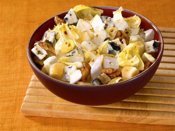 Fruchtiger Chicoréesalat mit Käse