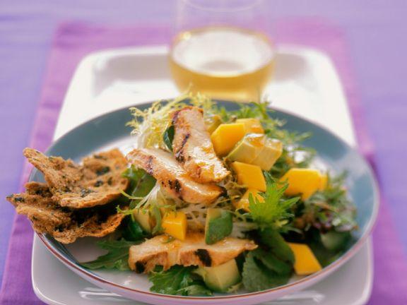 Fruchtiger Friséesalat mit Hähnchenbrust