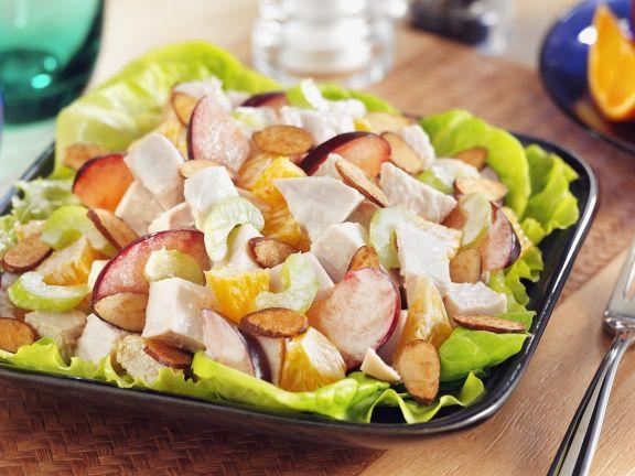 Fruchtiger Hähnchensalat mit Orangen, Sellerie und Mandeln
