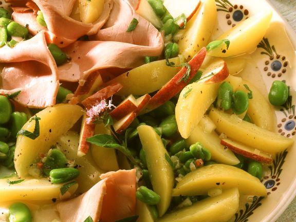 Fruchtiger Kartoffelsalat mit Bohnen und Schinken