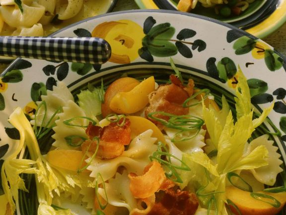 Fruchtiger Nudelsalat mit Speck