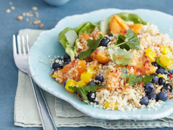 Fruchtiger Quinoasalat mit Blaubeeren und Paprika