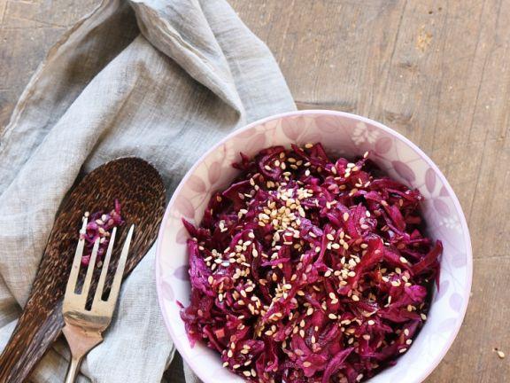 Fruchtiger Rotkrautsalat mit Sesam