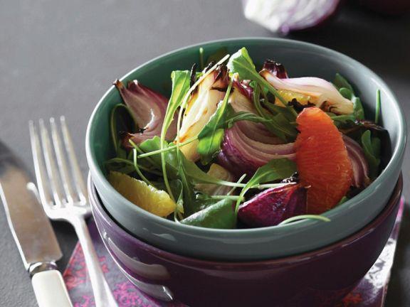 Fruchtiger Rucola-Zwiebelsalat