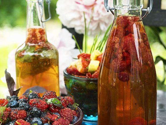 Fruchtiger Salat mit Beeren und Himbeerlikör