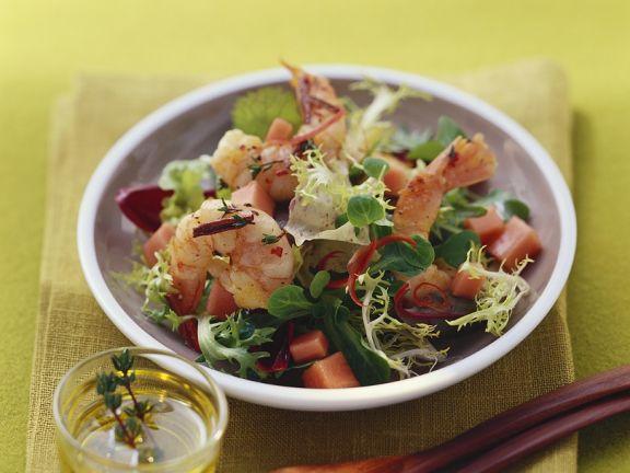 Fruchtiger Salat mit Garnelen