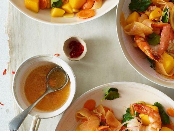 Fruchtiger Salat mit Shrimps