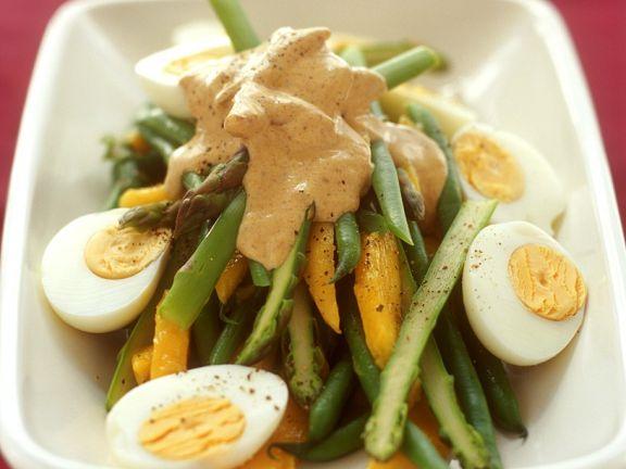 Fruchtiger Spargelsalat mit Currysauce