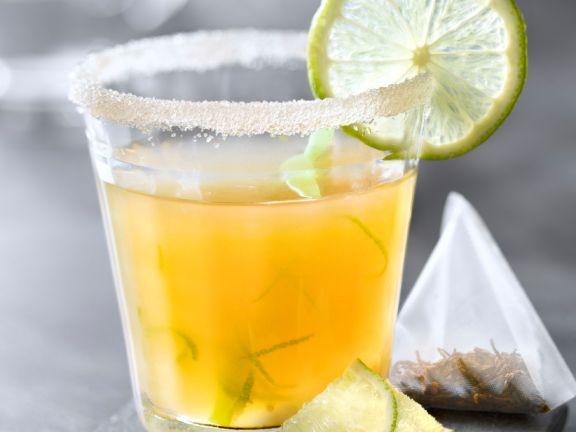 Fruchtiger Tee-Drink ohne Alkohol