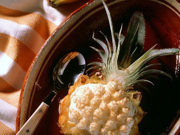 Fruchtsalat mit Baiserhaube