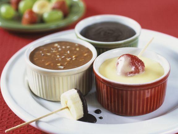 Früchte mit dreierlei Schokoladensaucen