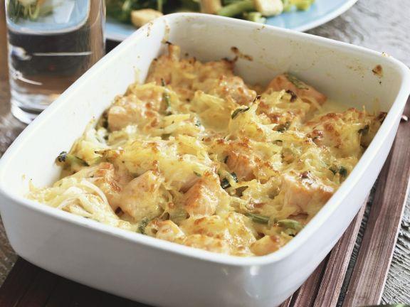 Porree-Lachs-Auflauf mit gemischtem Salat