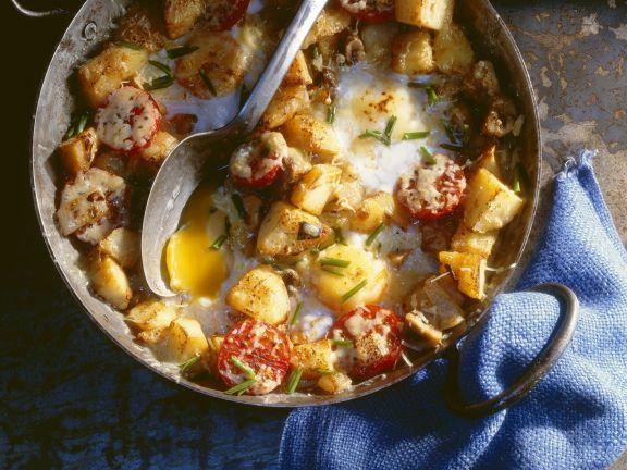 Frühstück auf englische Art mit Bratkartoffeln und Spiegelei