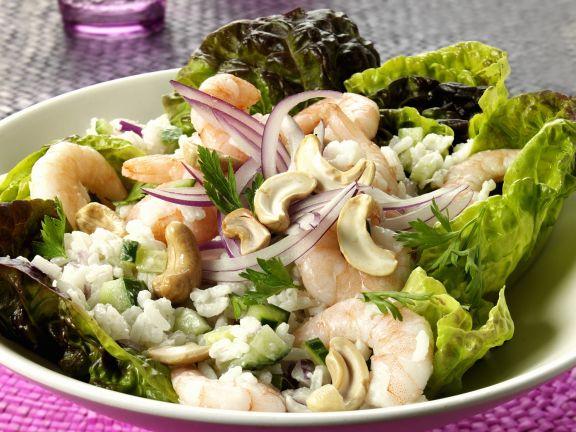 Garnelensalat mit Reis, Zwiebeln und Cashewnüssen