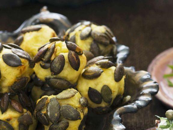 Gebacken Kartoffel-Kürbiskernbällchen