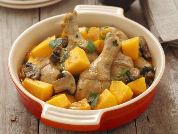 Gebackene Hähnchenkeulen mit Champignons und Kürbis