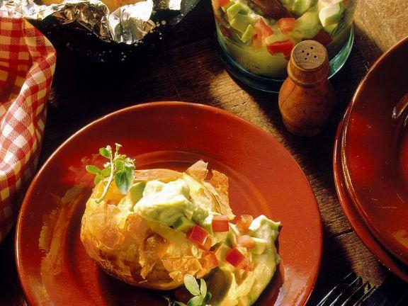 Gebackene Kartoffeln mit Avocadocreme