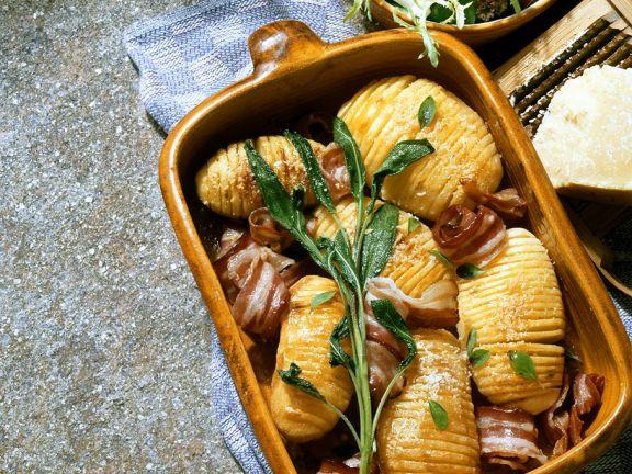 Gebackene Kartoffeln mit Salbei und Speck