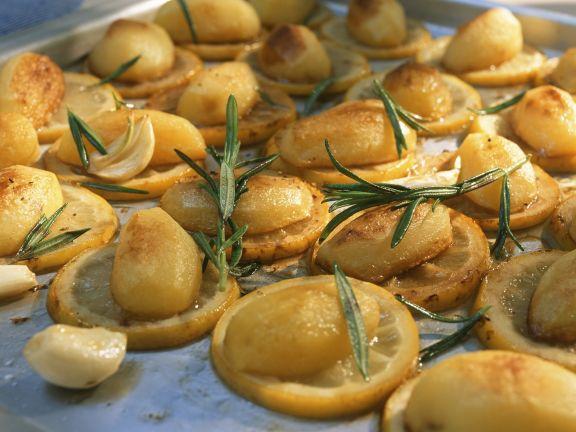 Gebackene Kartoffeln mit Zitronen