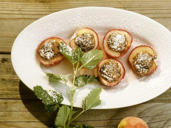 Gebackene Pfirisiche mit Amaretti-Füllung