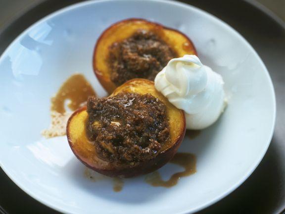 Gebackene Pfirsiche mit Mandelfüllung