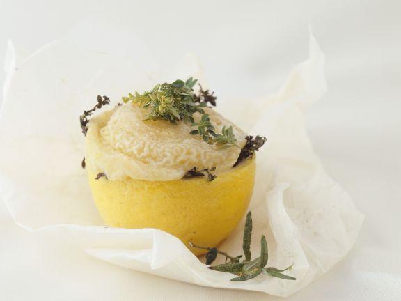 Gebackene Zitrone mit Ziegenkäse-Kräuter-Füllung