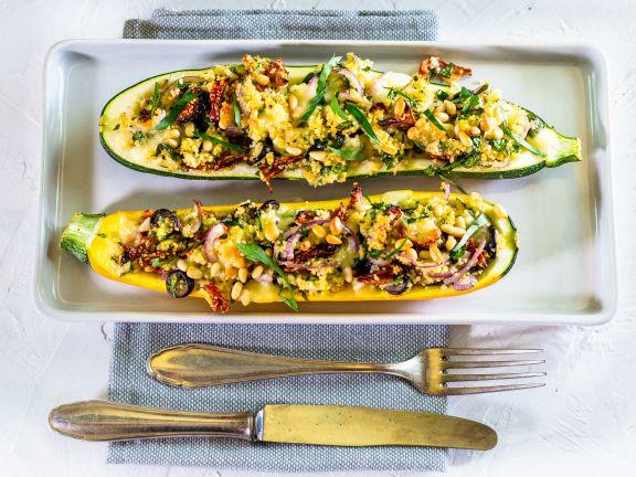 Gebackene Zucchini mit Couscous und Oliven