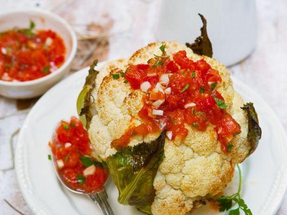 Gebackener Blumenkohl mit Tomatensalsa