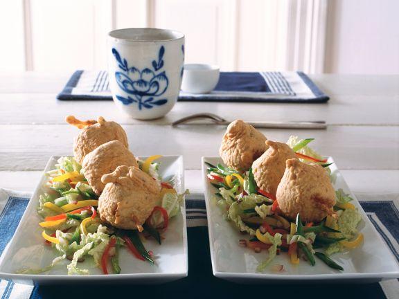 Gebackener Lachsspieß mit Asia-Salat