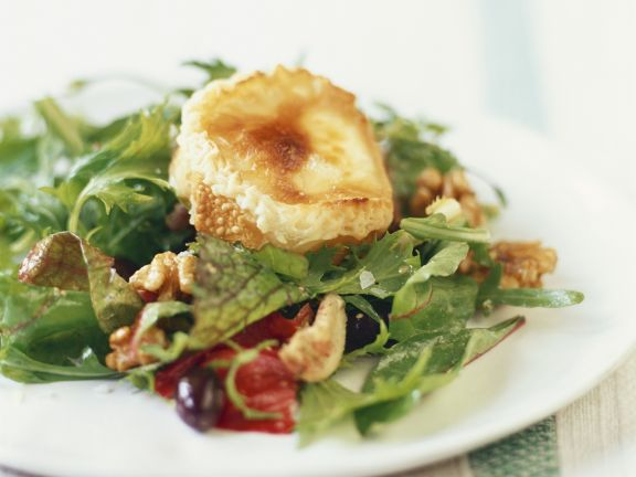 gebackener ziegenk se auf salat rezept eat smarter. Black Bedroom Furniture Sets. Home Design Ideas