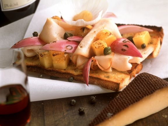 Gebackenes Brot mit Pute und Käse