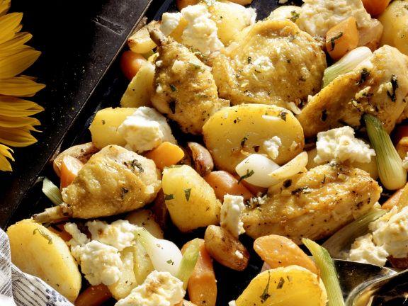 Gebackenes Hähnchen mit Kartoffeln, Gemüse, Feta und Salbei